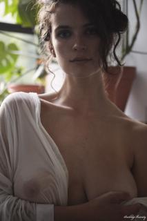 Kathleen Sorbara Desnuda [1600x2400] [625.91 kb]