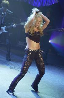 Shakira [1312x2000] [300.02 kb]