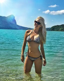 Denise Cotte en Bikini [1080x1350] [408.08 kb]