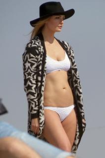 Mischa Barton en Bikini [1277x1920] [344.12 kb]