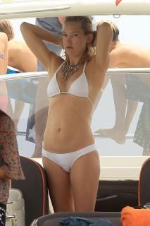 Kate Hudson [2835x4252] [597.96 kb]