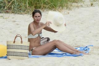 Olivia Palermo in Bikini [1400x933] [260.79 kb]