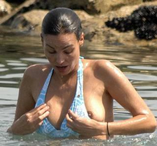 Inés Sastre en Topless [500x467] [39.29 kb]