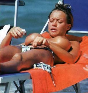 Anna Falchi en Topless [517x544] [48.74 kb]
