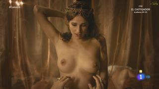 Ariana Martínez en Carlos Rey Emperador Desnuda [1920x1080] [192.47 kb]