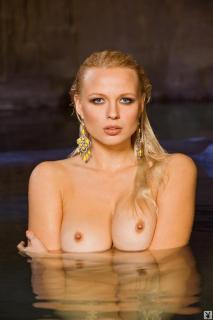 Irina Voronina en Playboy Desnuda [854x1279] [117.44 kb]