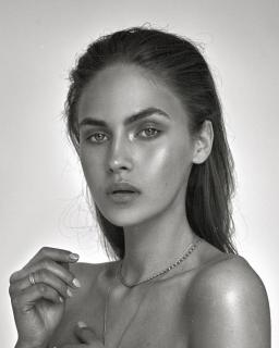 Carriere nude elena Shir Gartenberg
