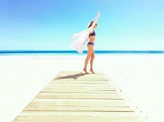 Lucía Guerrero en Bikini [1080x807] [75.35 kb]