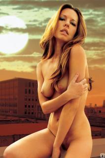 Natasha Alam en Playboy Desnuda [1067x1600] [266.48 kb]