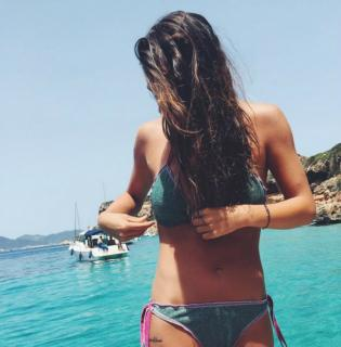 Laura Matamoros en Bikini [1200x1217] [195.85 kb]