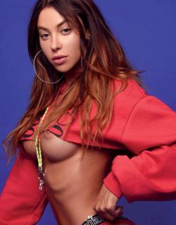 Valentina Fradegrada en Playboy Desnuda [1016x1300] [263.73 kb]