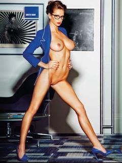 Emily Agnes en Playboy [1611x2140] [423.74 kb]