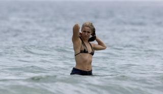 Shakira en Bikini [3324x1920] [576.54 kb]
