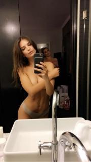 Emily Ratajkowski [750x1332] [96.53 kb]