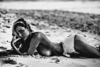 Paige Marie Evans en La Playa Desnuda [960x641] [182.99 kb]