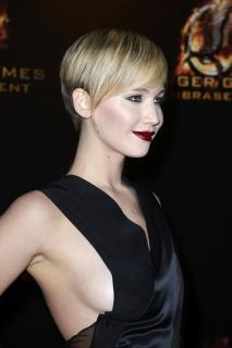 Jennifer Lawrence [2596x3900] [689.39 kb]