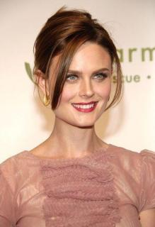 Emily Deschanel [411x600] [36.23 kb]