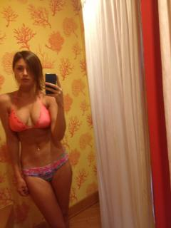 Aly Michalka en Bikini [1536x2048] [248.97 kb]