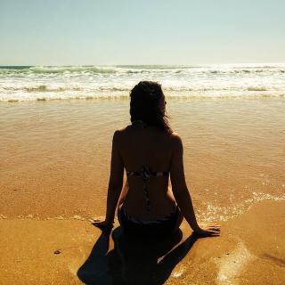 Celia Freijeiro en Bikini [640x640] [114.19 kb]