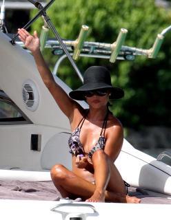 Vanessa Lachey en Bikini [931x1200] [142.82 kb]