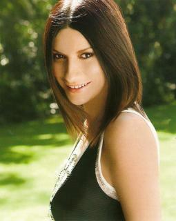Laura Pausini [495x620] [52.99 kb]