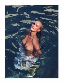 Laeticia Hallyday en Lui Magazine Desnuda [970x1261] [173.39 kb]