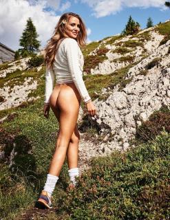 Julia Prokopy en Playboy Desnuda [1006x1300] [620.28 kb]