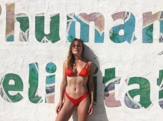 Ángela Cremonte en Bikini [1080x809] [220.14 kb]
