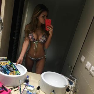 Lucía Rubio en Bikini [1080x1080] [148.73 kb]