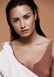 Demi Lovato [796x1114] [120.78 kb]