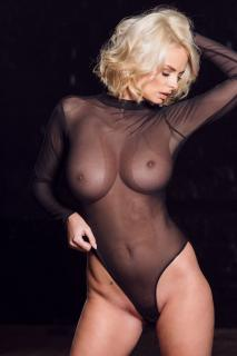 Rhian Sugden en Page 3 Desnuda [1001x1500] [219.05 kb]