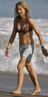 Téa Leoni en Bikini [600x1200] [91 kb]
