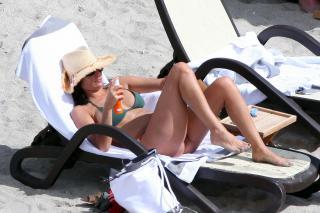 Inés Sastre in Bikini [4252x2835] [946.36 kb]