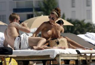 Oksana Wilhelmsson en Topless [1024x702] [85.19 kb]