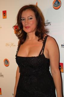 Jennifer Tilly [1994x3000] [382.15 kb]
