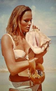 Ursula Andress [280x450] [23.6 kb]