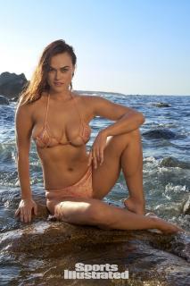 Myla Dalbesio en Si Swimsuit 2018 [1280x1920] [470.99 kb]