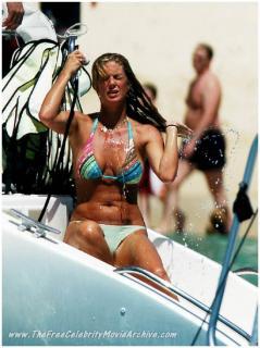 Rachel Hunter en Bikini [682x910] [90.64 kb]