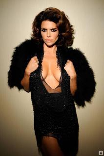 Lisa Rinna in Playboy [1068x1600] [167.96 kb]