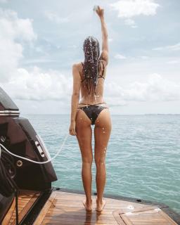 Ana Albadalejo en Bikini [1080x1350] [206.21 kb]
