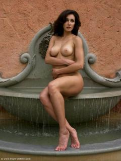 Jennipher Rodriguez [676x900] [101.52 kb]
