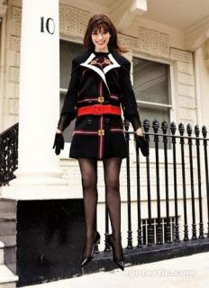 Anne Hathaway [334x460] [32.15 kb]