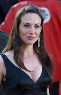 Claire Forlani [1623x2500] [516.18 kb]