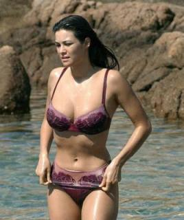 Manuela Arcuri in Bikini [335x400] [23.26 kb]
