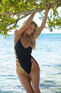 Christie Brinkley en Si Swimsuit 2017 [1280x1920] [360.5 kb]