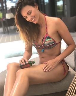 Helen Lindes in Bikini [1080x1350] [168.68 kb]