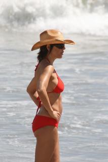 Lisa Rinna in Bikini [1200x1800] [116.41 kb]