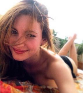 Ivana Baquero en Bikini [581x652] [59.05 kb]