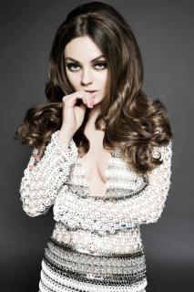 Mila Kunis en Glamour [800x1200] [271.24 kb]