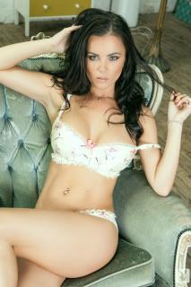 Emma Glover en Playboy [978x1467] [258.06 kb]